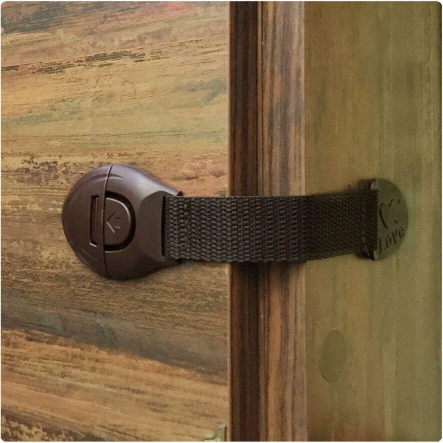 [해외]어린이 키 서랍 도어 잠금 캐비닛 찬 장 플라스틱 안전 잠금 제품에 대 한 4 Pcs / lot 아기 안전 캐비닛 잠금 제품 2018 새로운/4 Pcs/Lot Baby Safety Cabinet Lock For Child Kids Drawer Door Locks