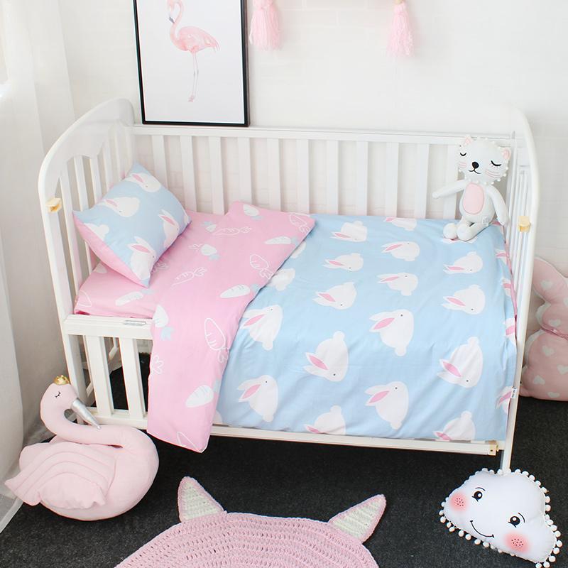 [해외]여아용 3 가지 아기 침구 세트 순수한 면직물로 만든 유아용 침대 유아용 침대 린넨 포함 깃털 이불 커버 플랫 시트 베개 커버/3 Pcs Baby Bedding Set For Girls Pure Cotton Woven Cartoon Crib Bed Linen F