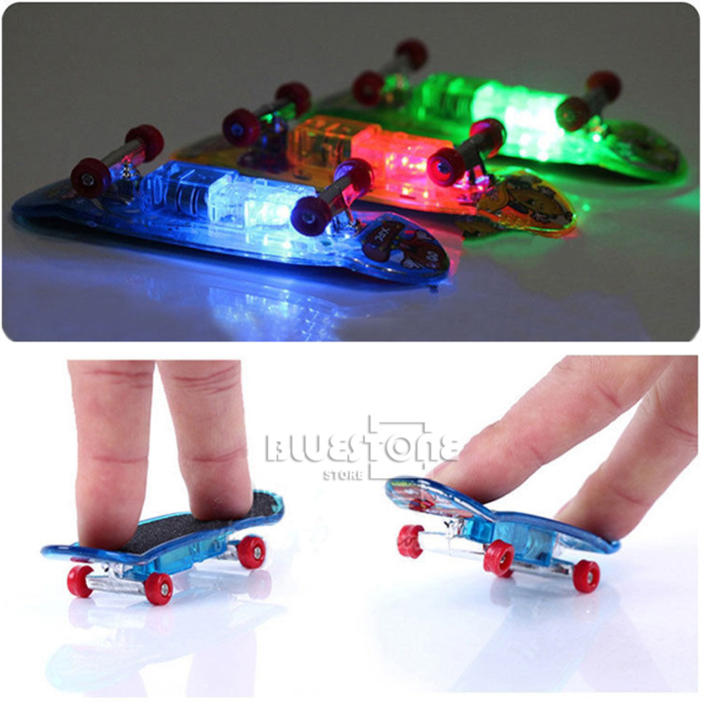 [해외]4Pcs 미니 스케이트 보드 완구 핑거 보드 소년 어린이 어린이 선물 LED 라이트/4Pcs Mini Skateboard Toys Finger Board  Boy Kids Children Gifts LED Light